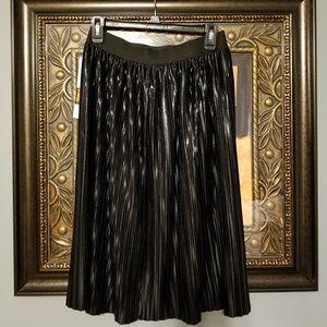 Studio 253 black pleated skirt NWT A1--:5:318